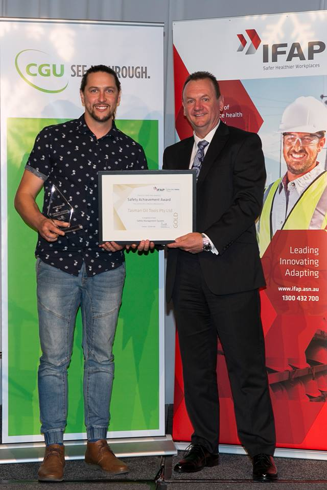 Tasman Oil Tools Australia Health and Safety Representative Andrew Ridgwell (left) receiving the IFAP/CGU 2016 Safe Way Gold Achiever and 6 months Lost Time Injury Free award