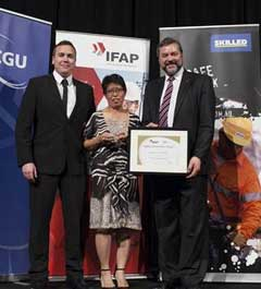 Neil Killoh (left) and Regional QHSE Manager Ichu Rebullo (centre), receiving the IFAP/CGU 2013 Safe Way Gold Achiever